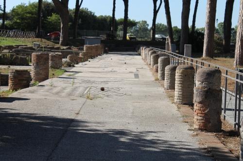 Ostia Antica - Avenue